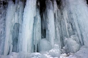 2月 氷瀑の世界 -南牧(みなみまき)村の湯川渓谷-の写真素材 [FYI04572712]