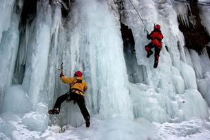 2月  アイスクライミング -南牧(みなみまき)村の湯川渓谷-の写真素材 [FYI04572713]