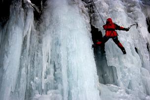 2月  アイスクライミング -南牧(みなみまき)村の湯川渓谷-の写真素材 [FYI04572714]