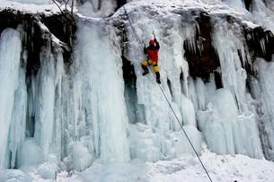 2月  アイスクライミング -南牧(みなみまき)村の湯川渓谷-の写真素材 [FYI04572718]