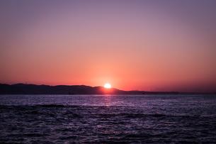 江の島の日の出の写真素材 [FYI04573460]
