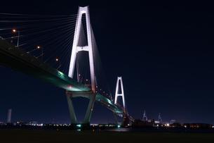 ライトアップされた夜の名港トリトンの写真素材 [FYI04573467]
