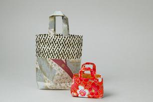 折り紙のカバンの写真素材 [FYI04573694]