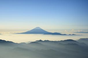 南アルプス農鳥岳より夜明けの富士山の写真素材 [FYI04573889]