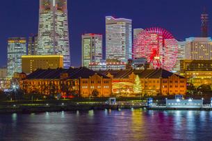 神奈川県 横浜市 みなとみらいの夜景の写真素材 [FYI04574431]