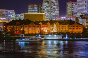 神奈川県 横浜市 夜の赤レンガ倉庫の写真素材 [FYI04574433]