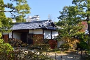 青空の好古園,流れの平庭入口の写真素材 [FYI04575386]