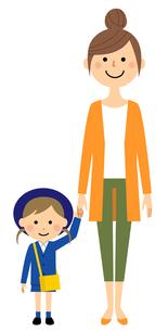 手をつなぐ園児とお母さんのイラスト素材 [FYI04575868]