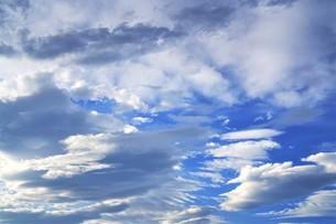 青空と雲の写真素材 [FYI04576132]