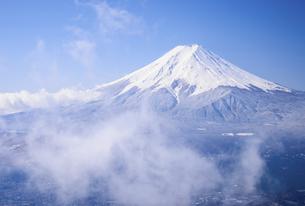 山梨県 降雪後の富士山と雲海の写真素材 [FYI04576167]