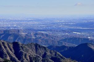 丹沢 大山山頂より都心を望むの写真素材 [FYI04576545]