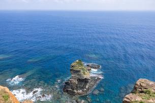 与那国島・立神岩の写真素材 [FYI04576898]