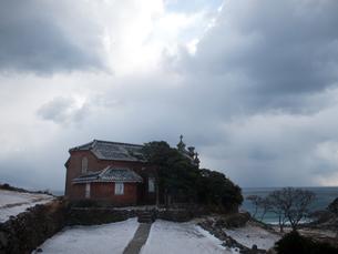 長崎県 小値賀町 雪の旧野首教会の写真素材 [FYI04577403]