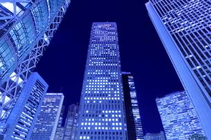 新宿高層ビル群の夜景の写真素材 [FYI04577430]