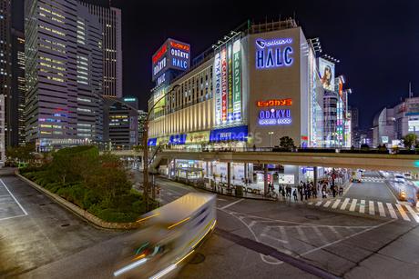 東京都 新宿区 夜の新宿駅西口の写真素材 [FYI04577802]