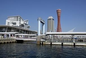 神戸,ハーバーランドモザイクから神戸港の写真素材 [FYI04578453]