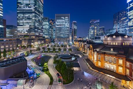 東京都千代田区 夜の東京駅の写真素材 [FYI04578732]