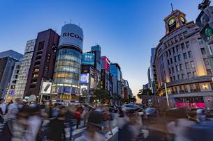 東京都 中央区 銀座 銀座の夜景  の写真素材 [FYI04578792]