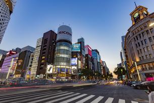 東京都 中央区 銀座 銀座の夜景  の写真素材 [FYI04578794]