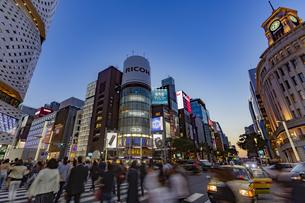 東京都 中央区 銀座 銀座の夜景  の写真素材 [FYI04578796]