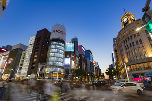 東京都 中央区 銀座 銀座の夜景  の写真素材 [FYI04578799]