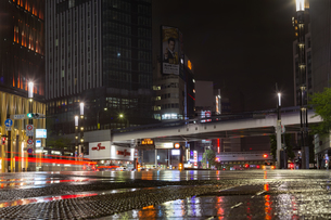 東京都 中央区 銀座 雨の銀座 夜景の写真素材 [FYI04578900]