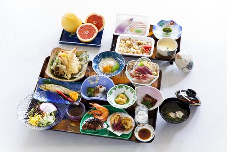 並べられた宴会料理の写真素材 [FYI04578914]