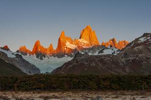 パタゴニアの名峰フィッツロイの朝焼けの写真素材 [FYI04579226]