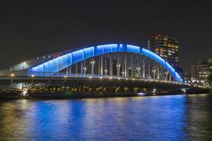 東京都 夜の永代橋の写真素材 [FYI04579582]