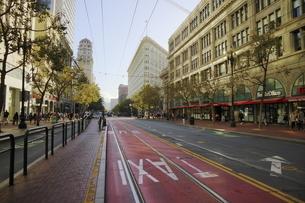 サンフランシスコを走る路面電車の停留所の写真素材 [FYI04579809]