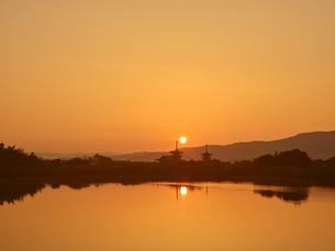 薬師寺の日の出の写真素材 [FYI04579847]