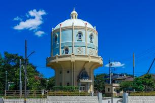 青空に映える水戸市水道低区配水塔の写真素材 [FYI04580199]