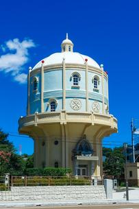 青空に映える水戸市水道低区配水塔の写真素材 [FYI04580200]