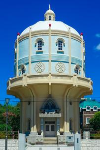 青空に映える水戸市水道低区配水塔の写真素材 [FYI04580201]