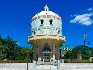 青空に映える水戸市水道低区配水塔の写真素材 [FYI04580202]