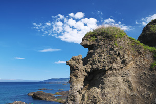 親子熊岩と日本海の写真素材 [FYI04580311]