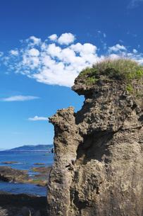 親子熊岩と日本海の写真素材 [FYI04580312]