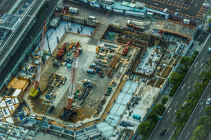 大規模建設現場のイメージの写真素材 [FYI04580408]