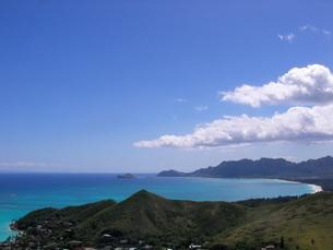 ラニカイ・ピルボックスから眺める、ワイマナロビーチ、ラビット島、マカプウポイントの写真素材 [FYI04581299]