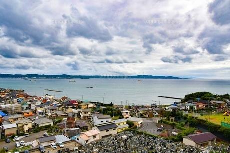 海と町の写真素材 [FYI04581449]