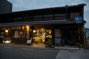 うだつの上がる町並みの夜景の写真素材 [FYI04581624]