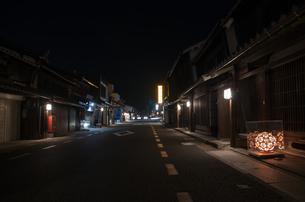 うだつの上がる町並みの夜景の写真素材 [FYI04581630]