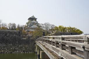 極楽橋と大阪城の写真素材 [FYI04581659]