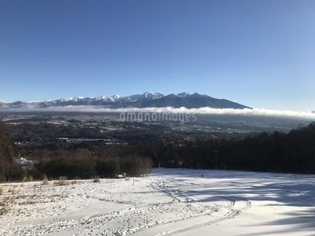 富士見パノラマスキーリゾートから眺める雲海の八ヶ岳の写真素材 [FYI04581706]