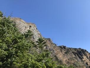 高原の青空、阿弥陀岳登山、秋の八ヶ岳の写真素材 [FYI04581742]