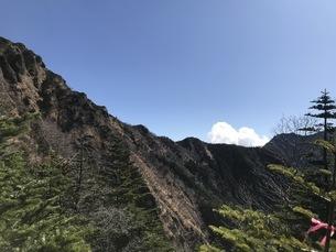 高原の青空、阿弥陀岳登山、秋の八ヶ岳の写真素材 [FYI04581743]