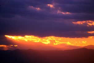 空・雲に覆われた日没の写真素材 [FYI04582016]