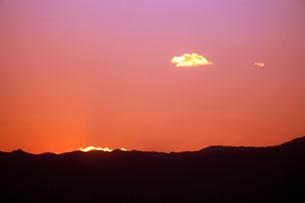 空・日没後の光景の写真素材 [FYI04582023]