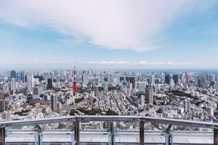 晴天の東京都心の都市景観の写真素材 [FYI04582353]