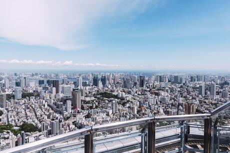 晴天の東京都心の都市景観の写真素材 [FYI04582354]